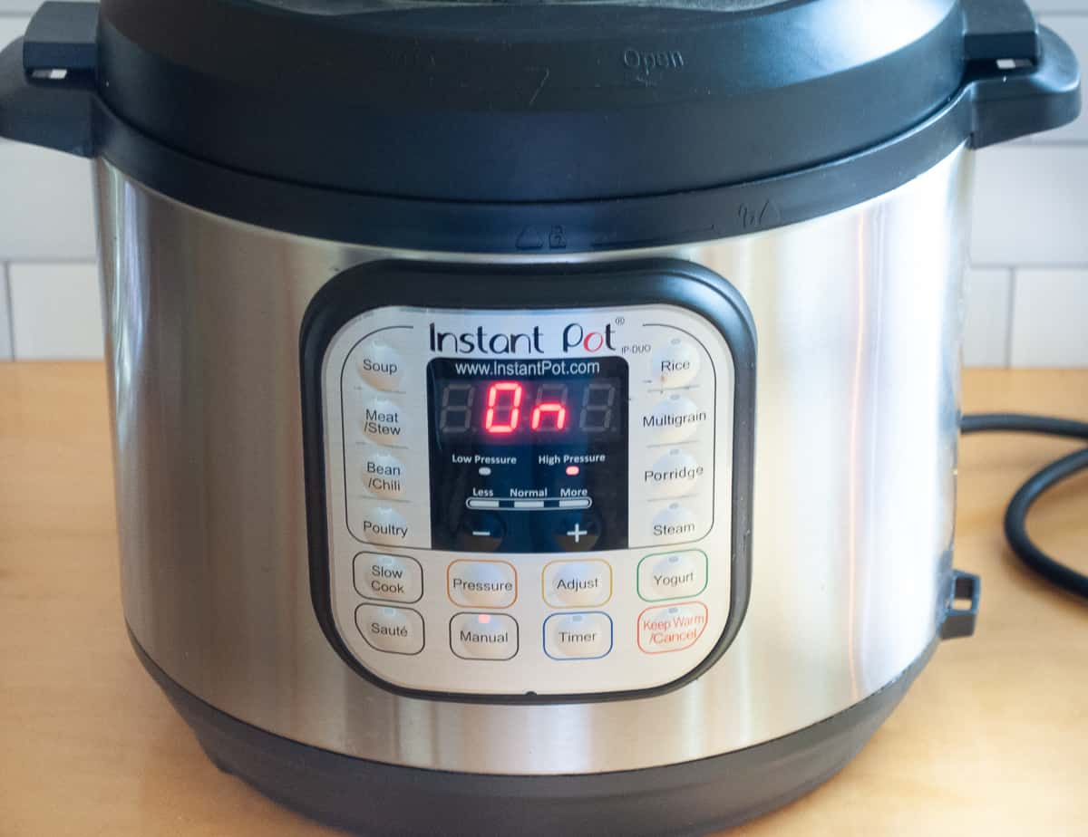 Instant Pot - Duo 6 Quart 7-in-1 Multi-Use Pressure Cooker - brushed stainless steel