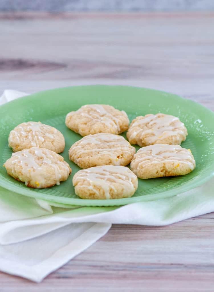 Lemon cookies on a green plate.